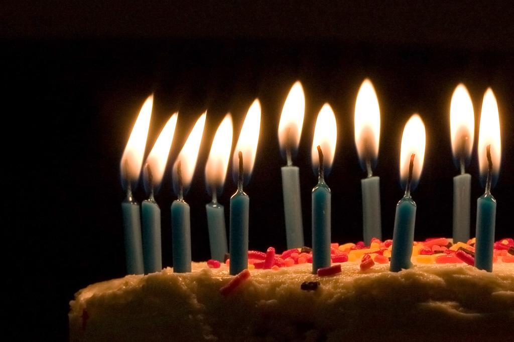 11 lilin.... Padahal udah 20 tahun.... hemm....