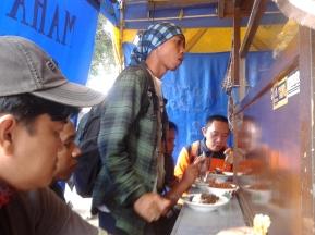 """Sarapan Nasi Pecel """"Warung Mahameru"""""""