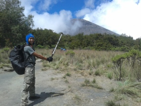Tracking Pole dan Semeru